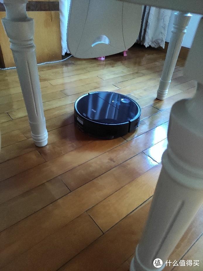 360扫地机器人X100 MAX,隐藏雷达机身薄,能进沙发底