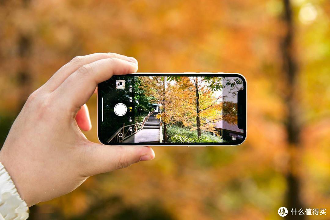 iPhone 12 mini简评:手感更好,性能强大,苹果手机没有凑数