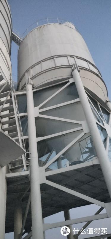 上海浦西新地标(一个圆形巨型的桶)黄浦江边徐浦大桥大号汽油桶建筑改造