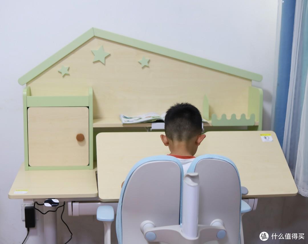 培养鸡娃那就就从一张电动升降学习桌开始吧!