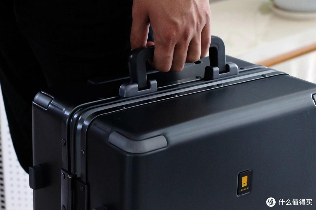 航空级粗铝框,百万级密码锁:地平线8号POWER系列登机箱体验