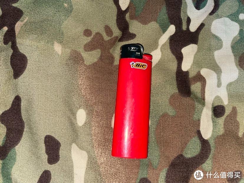 又是bic打火机,是的,我虽然抽电子烟但包里装了俩打火机