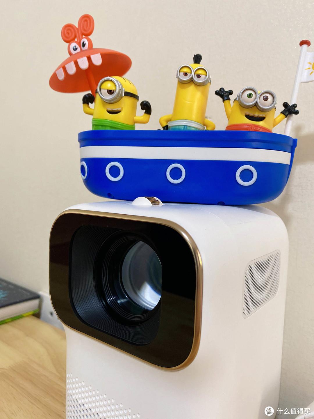 儿童房装电视还是按投影?看完小明Q1再做决定