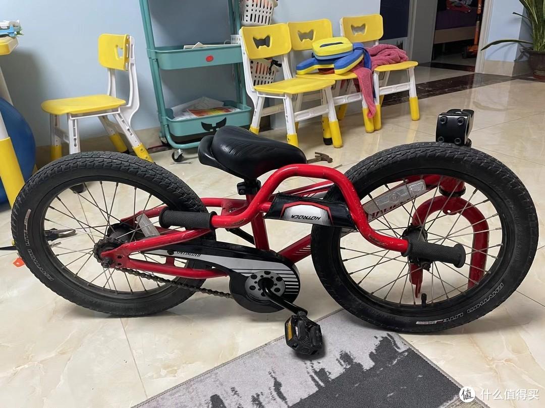 拆卸的儿童自行车
