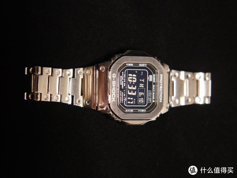 5610这款带六局电波和光动能的手表非常不错。卡西欧g shock我觉得是性价比,除了小蓝圈之外,最高的。