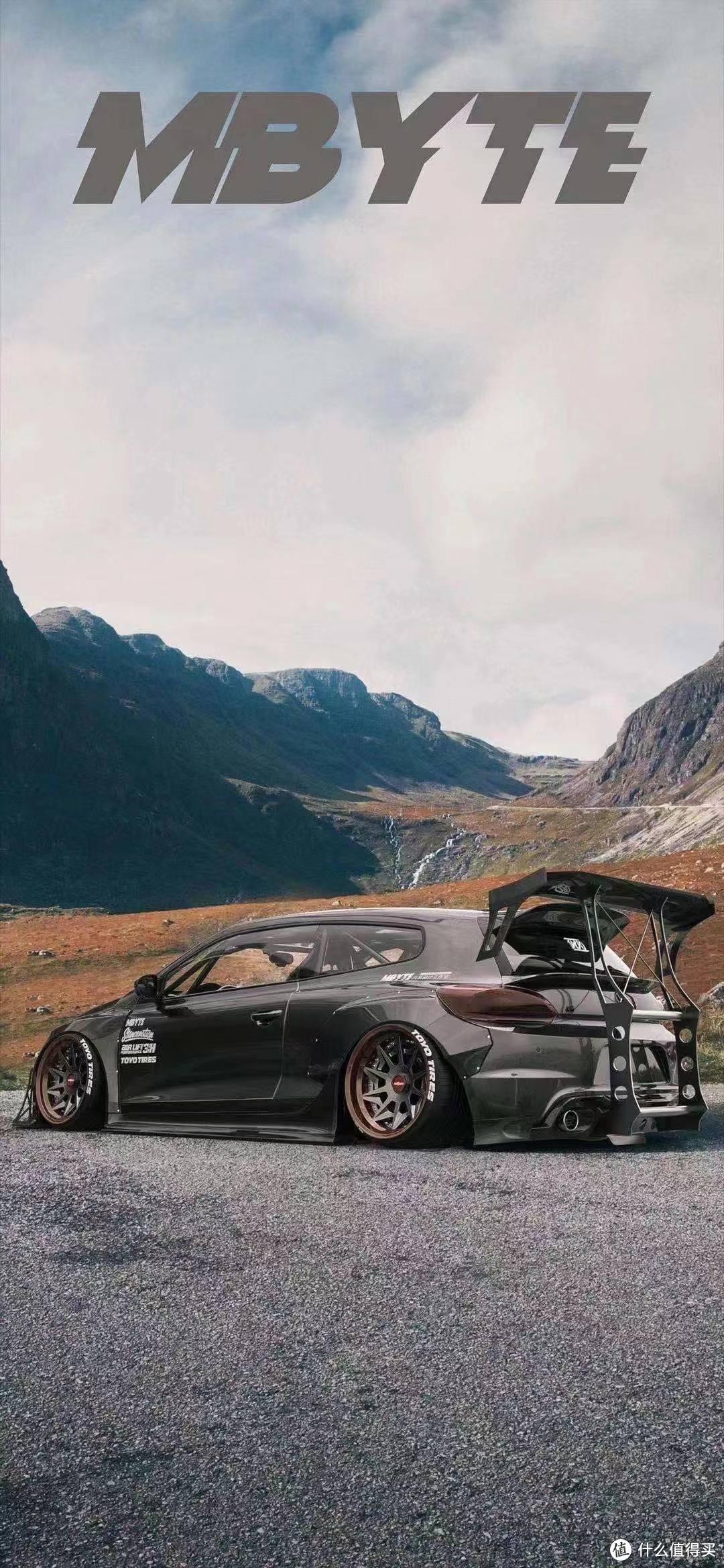 一低遮百丑!性能车都会选择6活塞以上刹车卡钳,还有40以下扁平比轮胎。扁平比低轮胎日常实际使用中缺非常容易鼓包。