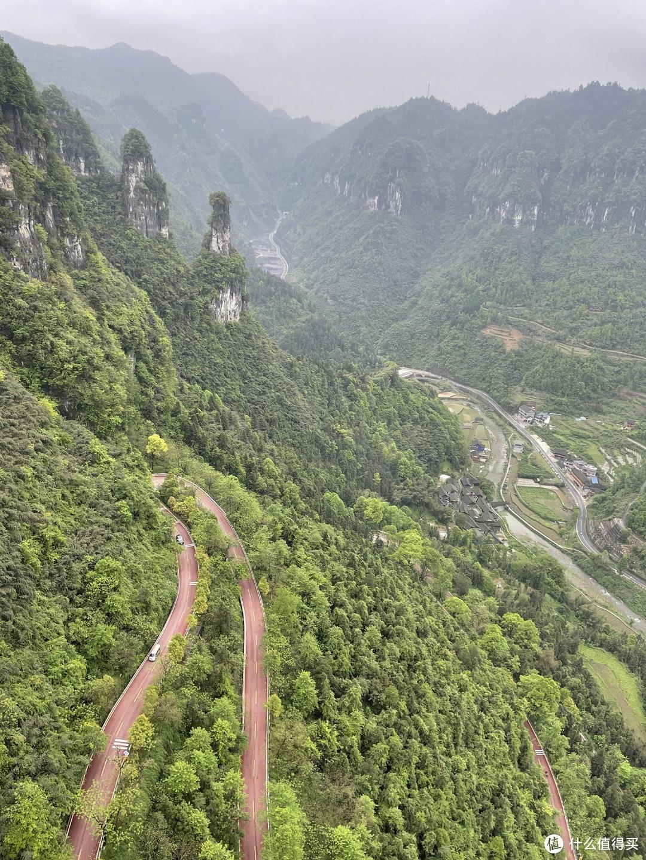 德夯大峡谷的盘山公路