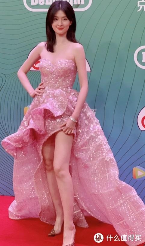 白玉兰奖红毯现场众星亮相齐争艳,珠宝首饰却成为永恒的闪光点