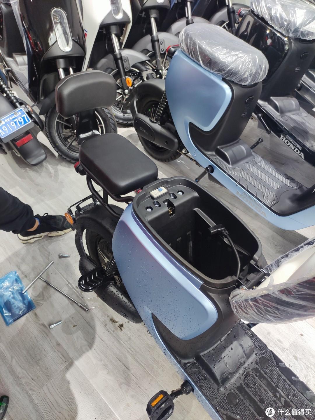 后座和脚踏安装效果