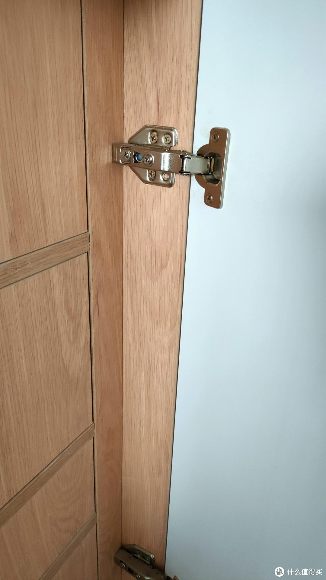 衣柜柜子留给铰链空间太小了,导致现铰链不能调整了