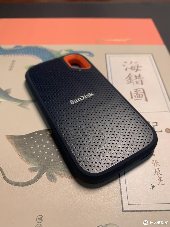 看起来跟一个儿童手机差不多大,希望不会被我闺女给抢走当玩具