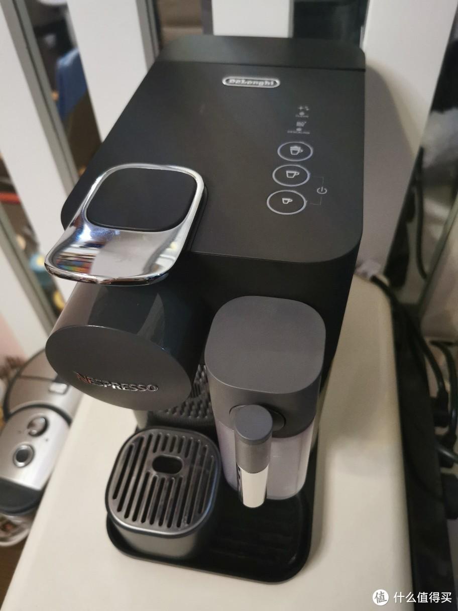 机器还是白色好,黑色一点灰都很明显,得每天擦一遍,这又是一个槽点