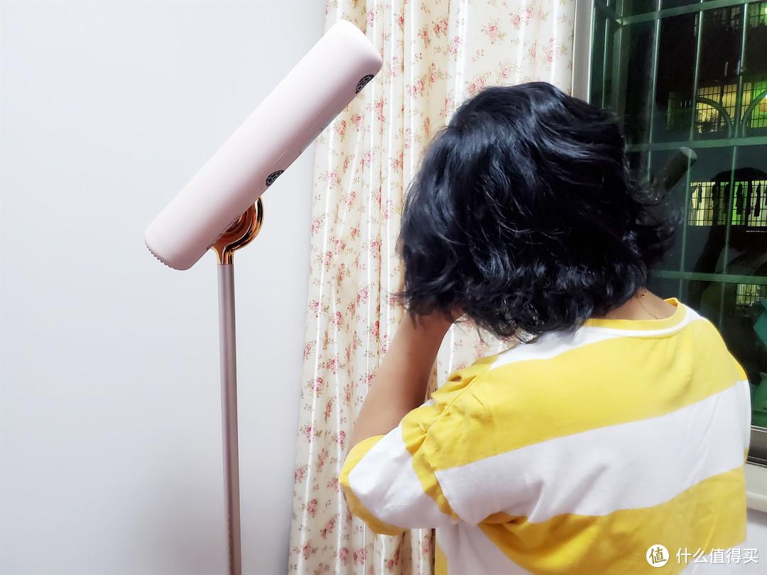 站着吹头发都不累,看看这个品仕乐立式吹风机