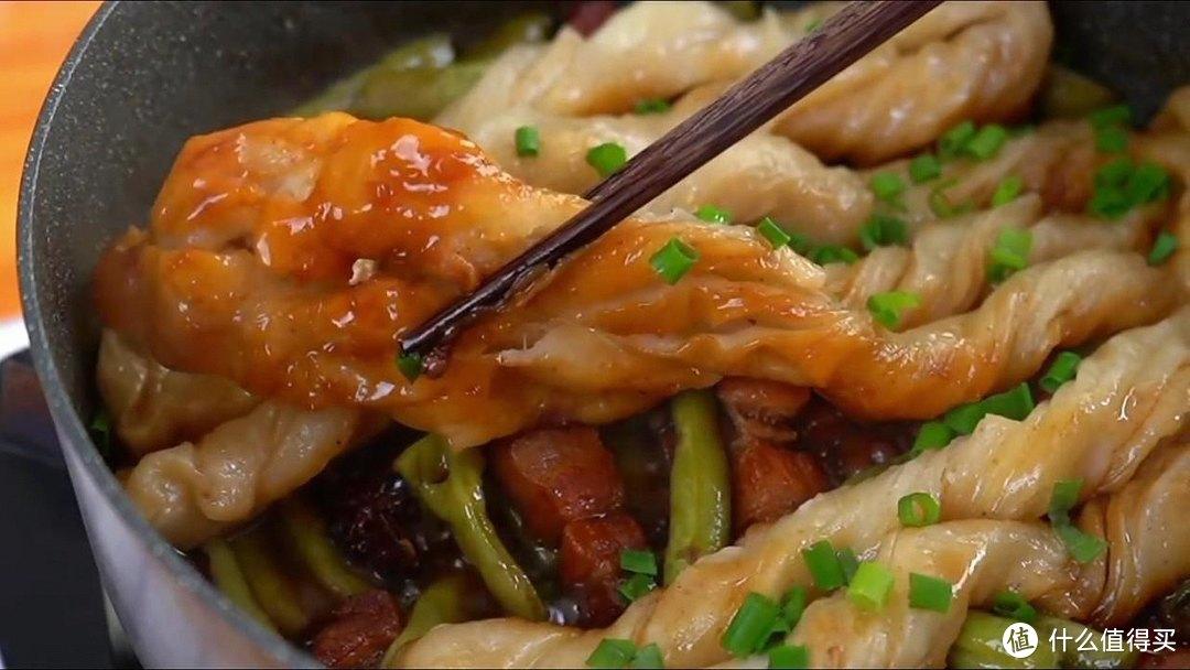 东北人都喊它一锅掀,有肉有菜有主食,特别好吃