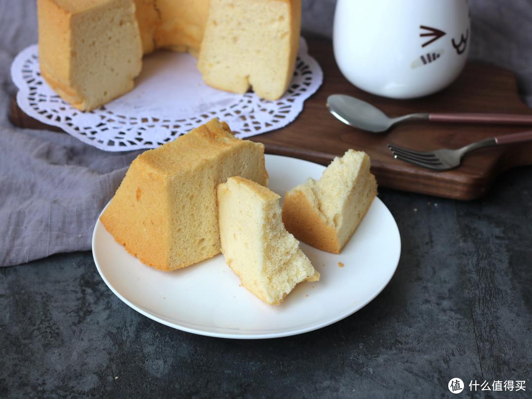 做戚风蛋糕时,做好这一点,香甜细腻入口即化,比棉花还柔软