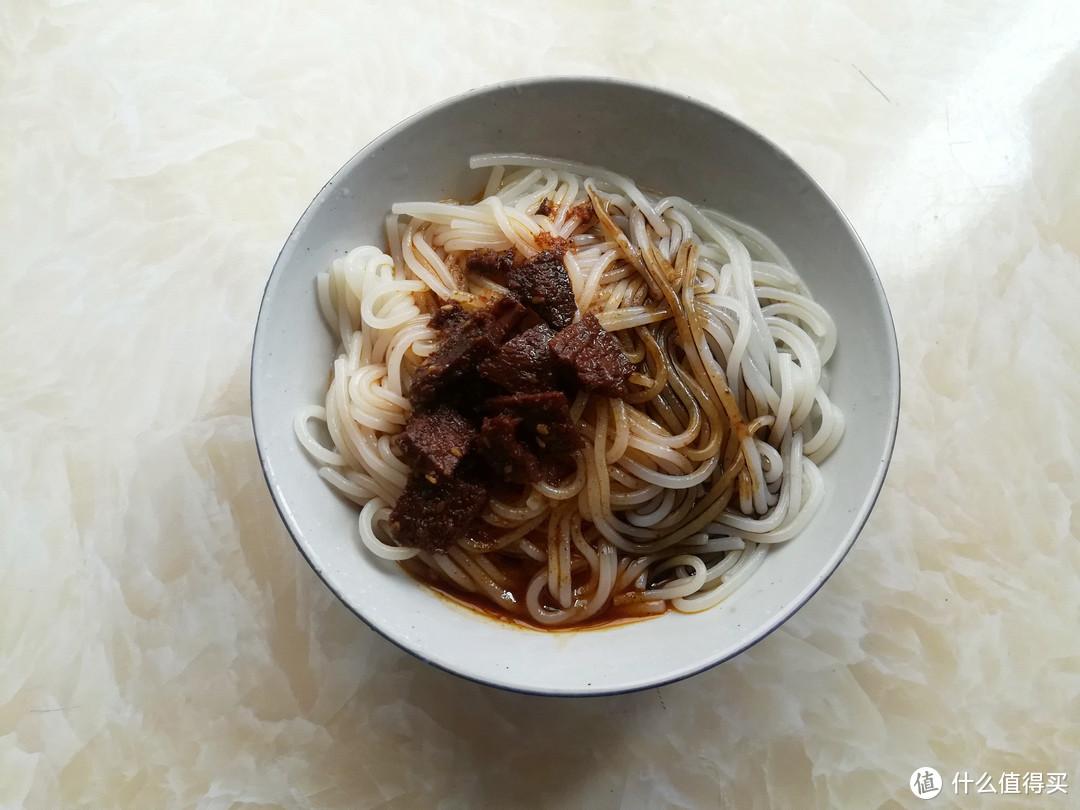 天热午餐就爱这么吃,简单快手,劲道爽滑香辣开胃,有肉有菜真香