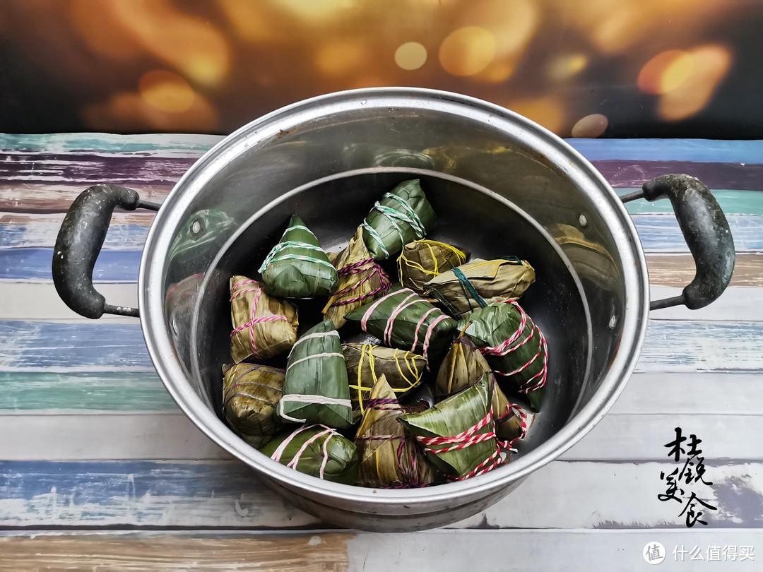 """煮粽子,凉水还是热水下锅?做好""""4点"""",煮的粽子不漏米不夹生"""