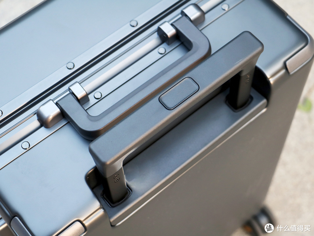 祖国那么大,我想去看看,有地平线8号行李箱陪伴旅途更安全