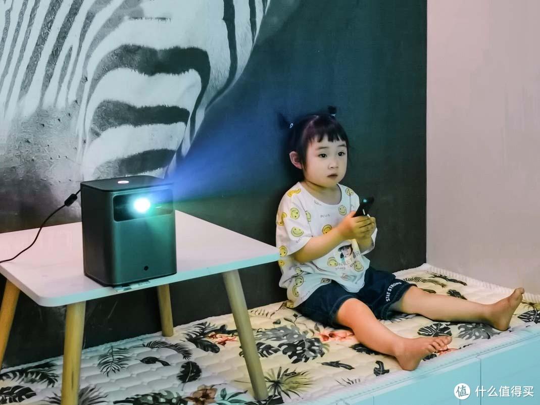 家里新入投影仪,3岁娃比我玩得溜!天猫魔屏N1评测