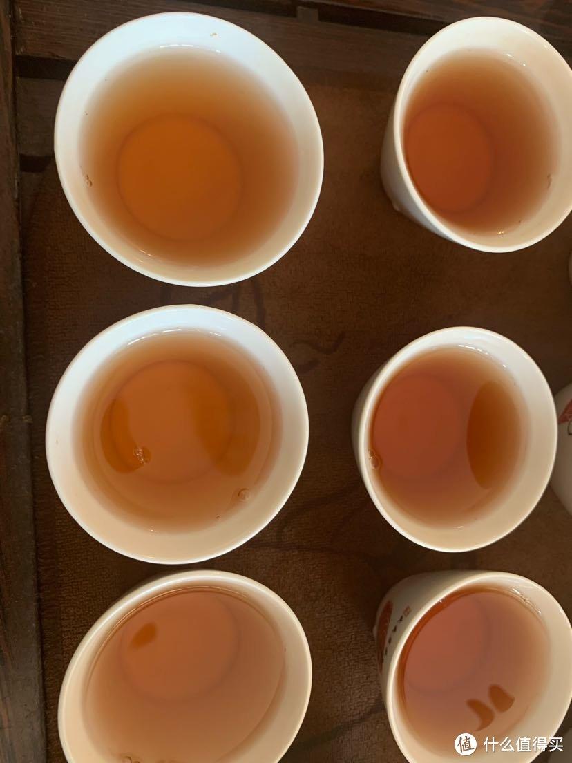 从上到下,从左到右依次是第二到六泡的茶汤