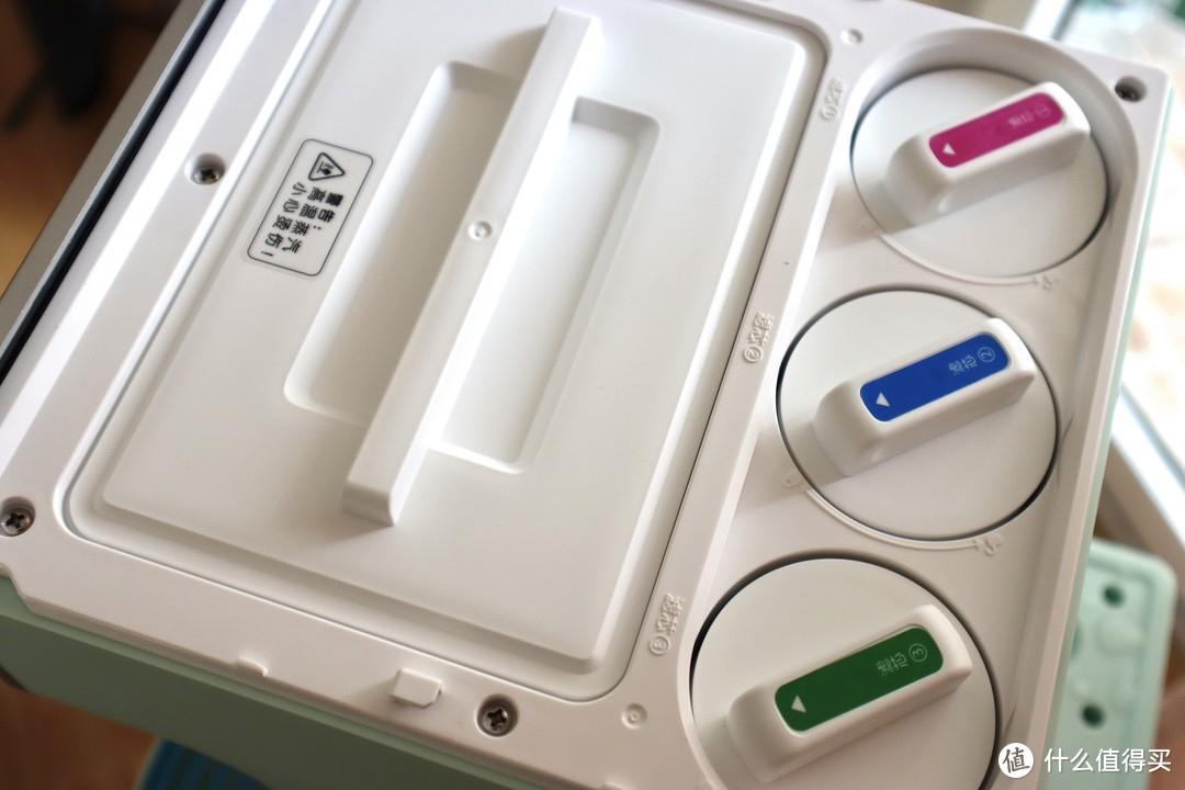 三重滤芯,中间蓝色的是RO反渗透滤芯