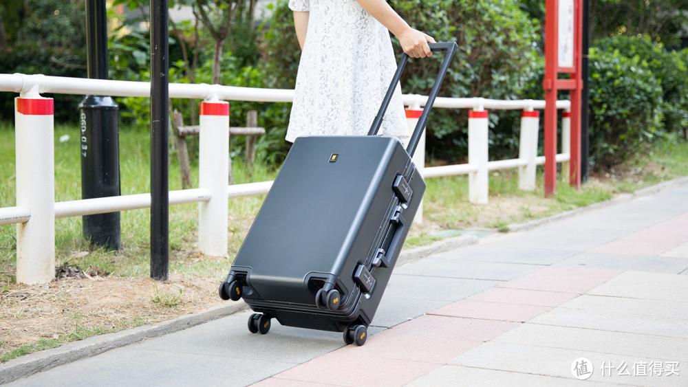 拉杆箱怎么选?买这款地平线8号LEVEL8行李箱不吃亏