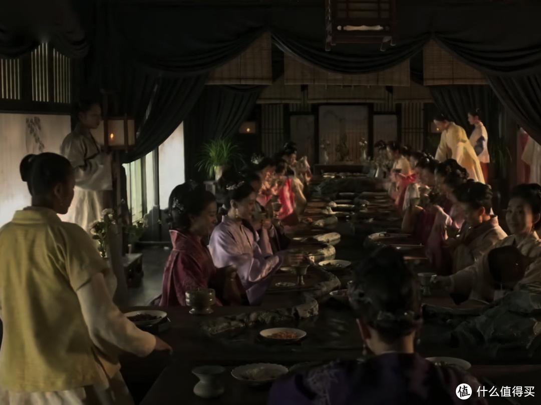 李子柒请客吃饭,场面真排场,吸引4000万人观看,餐桌就值5位数