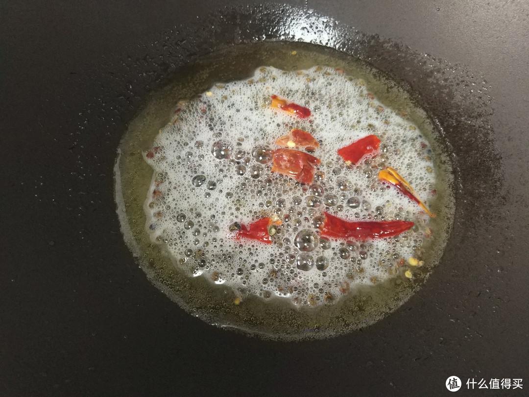 面条别再煮着吃了,配上豆角五花肉,上锅简单一蒸,好吃不油腻