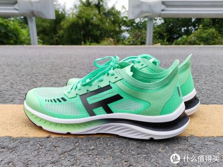 小米有品新款跑鞋体验缓震媲美安踏创1.0,透气媲美李宁超轻18,轻到没朋友