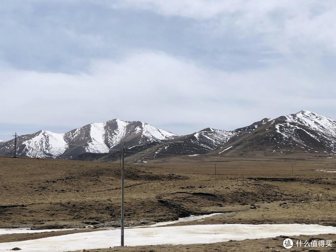 翻越3500米还能看到远处的雪山跟结冰的河流