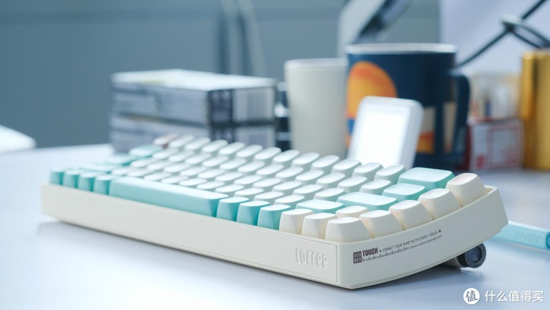 如何获得一款夏日清凉的定制无线蓝牙机械键盘?洛斐小翘开箱体验