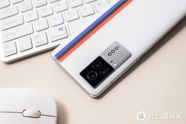iQOO 7全面评测:最适合玩游戏的iQOO手机