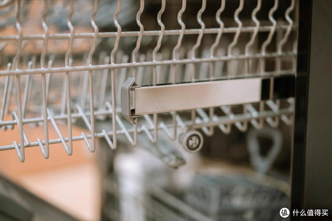 分区洗、80℃、杀菌消毒、晶彩屏幕,我想要的全都有!— 海尔晶彩洗碗机