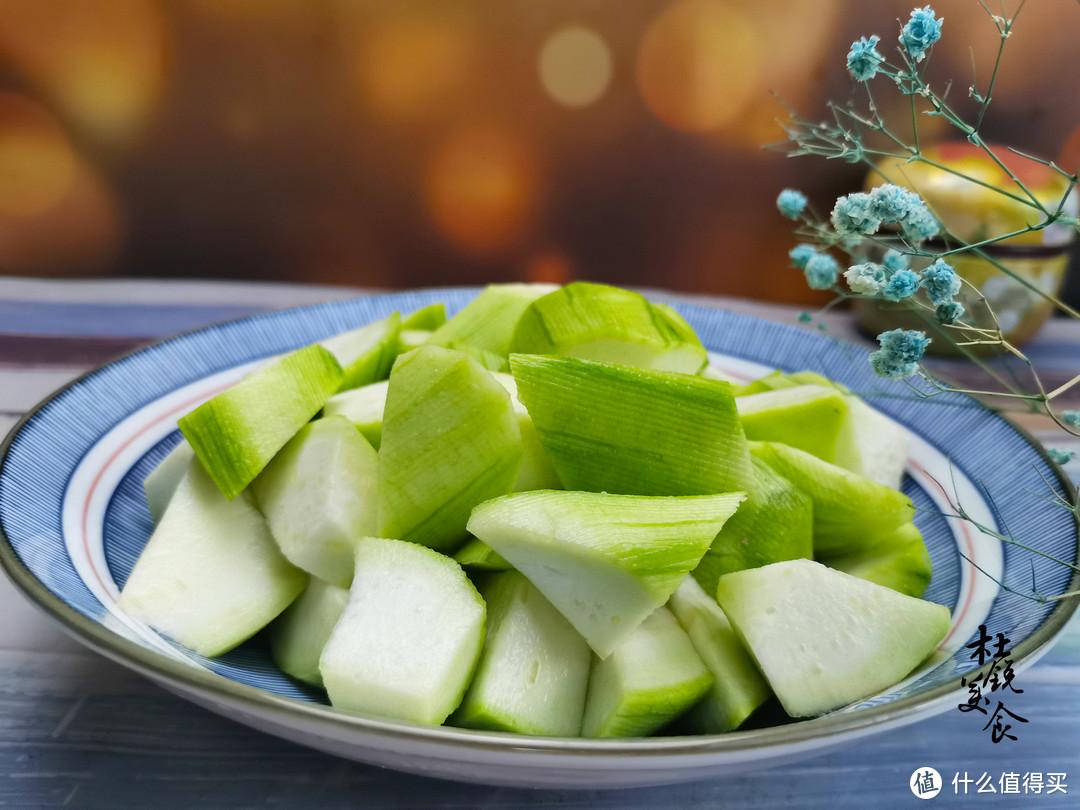 """丝瓜为什么被称为""""美人水""""?看完明白了,夏季常吃面膜也省了"""