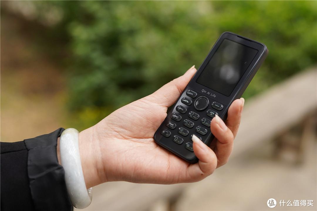 化繁为简的多亲AI手机F21S功能不输智能手机