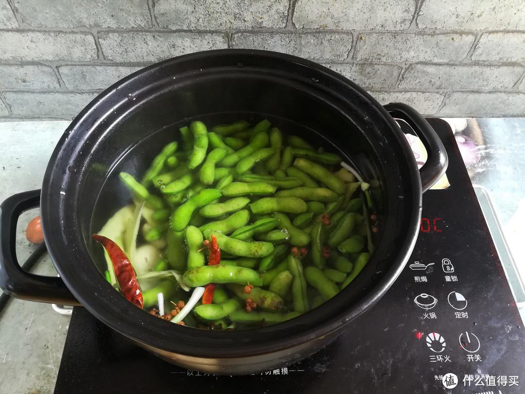 煮盐水毛豆时,很多人顺手做了这一步,难怪煮出来颜色发黄没食欲
