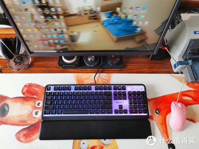 谁说薄膜不能游戏?冰豹RGB发光游戏键盘就很不错!