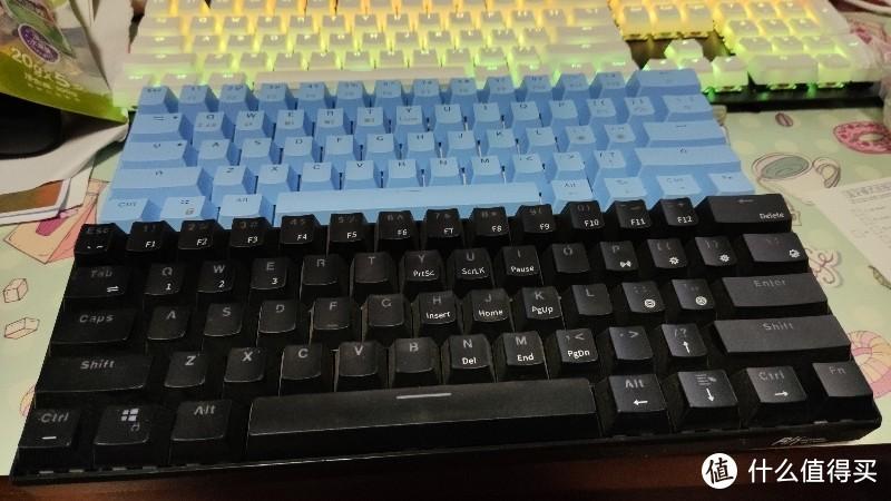 和rk61的对比,排列什么的一模一样,rk61是有线蓝牙双模。