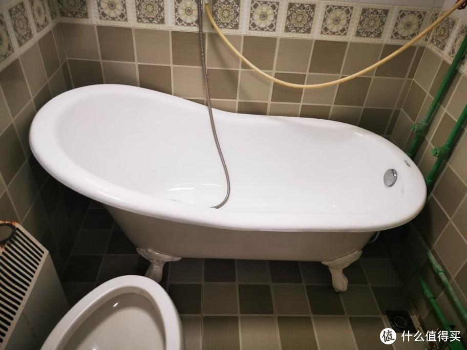 安装好后的浴缸