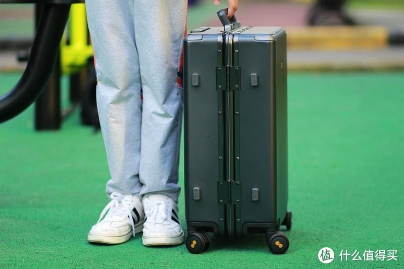 行走的空间 地平线8号LEVEL8行李箱