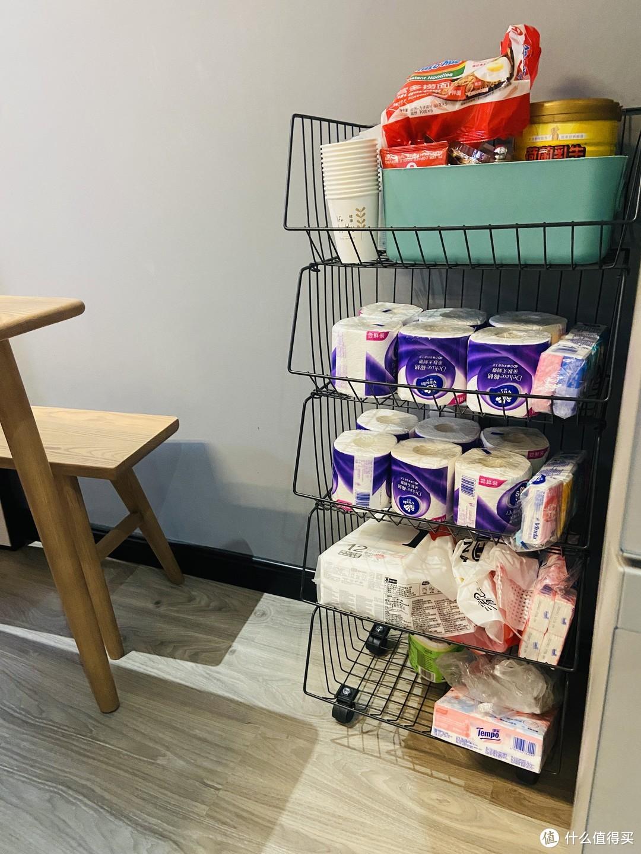 冰箱省出的空间弄了个置物架来放纸和杂物。。