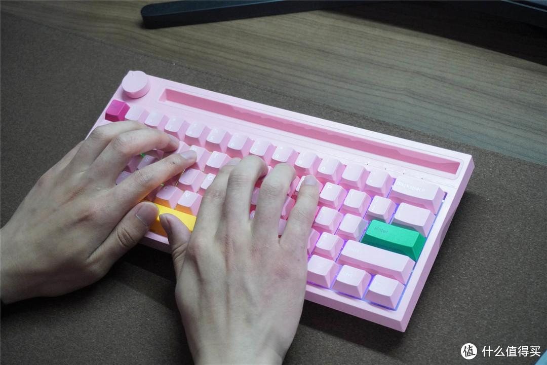 男生不配粉色键盘?黑爵新品机械键盘开箱体验:这段落感有点爱