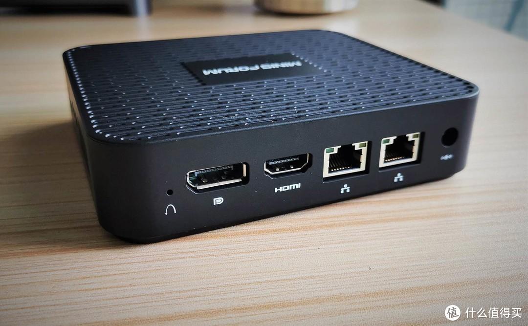 背面,是复位孔、DP接口、HDMI接口,以两个网口(GK41的魅力所在)以及电源接口