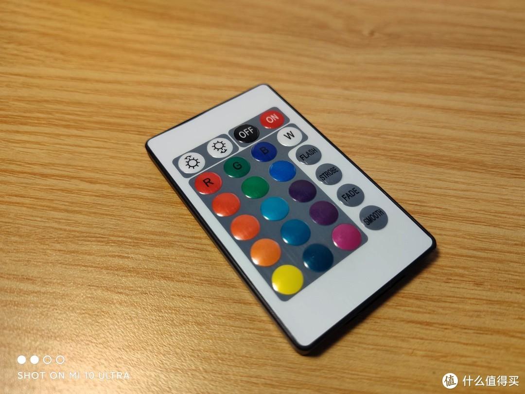 16种固定色+4种灯光闪烁效果+灯光明暗开关的无线遥控器一把(使用纽扣电池驱动,已随机附送)