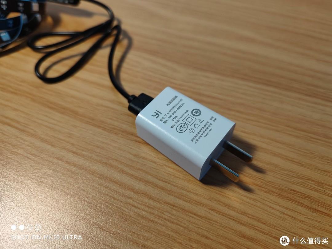 可以使用不低于5V/1A的USB插头驱动,