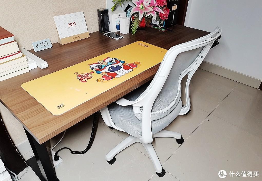 UE简约人体工学椅:简单却很实用,让办公更轻松