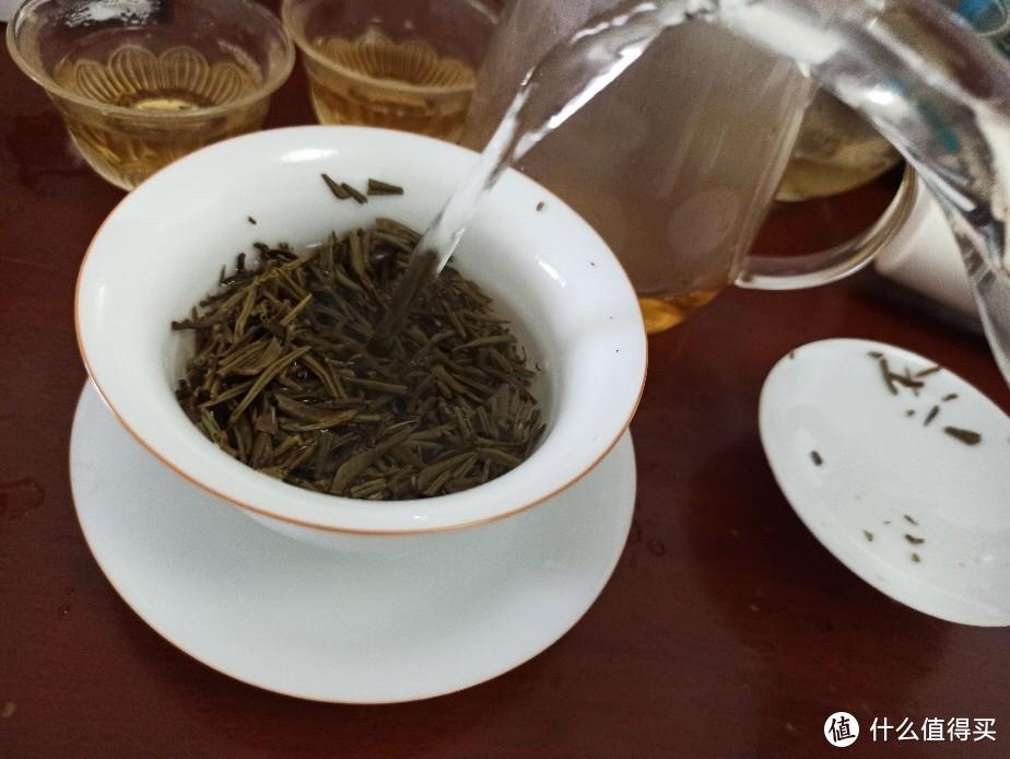 周末在家泡白茶,白毫银针。