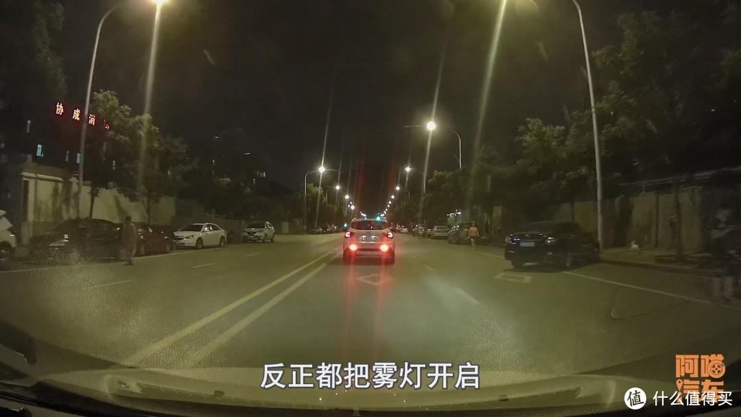 开车时这些错误的驾车习惯你有吗?如果有,快及时改正过来吧