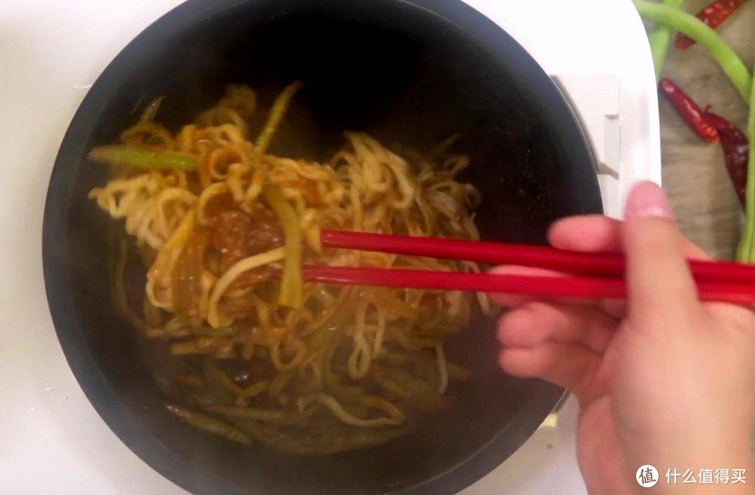 电饭煲豆角焖面,面条筋道,豆角脆嫩