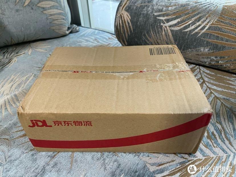 京东的包装,这次配了个纸箱送来,以前经常是原包装外面套个塑料袋就来了
